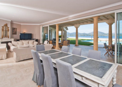 st-tropez-villa-victoria-dining-table