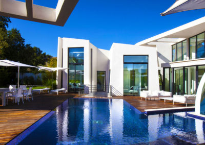 st-tropez-villa-yana-exterior-pool-sundeck-seating-2