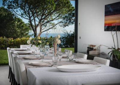villa-margot-st-tropez-dining-table-garden-view