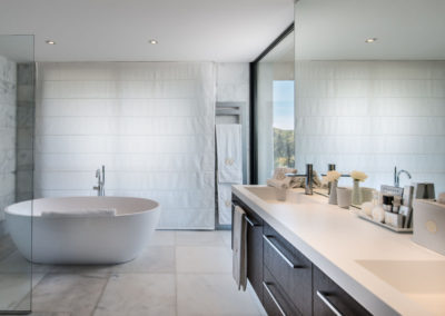 villa-margot-st-tropez-ensuite-bathroom-one