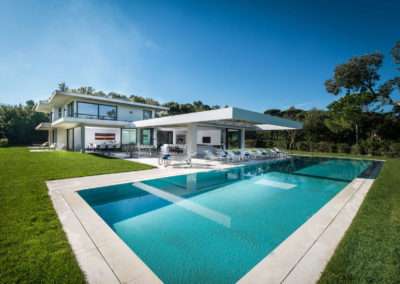 villa-margot-st-tropez-exterior-pool-foreground