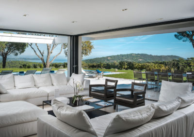 villa-margot-st-tropez-living-room-garden-view