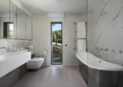 rent-now-your-villa-waters-edge-saint-tropez-french-riviera-france-6